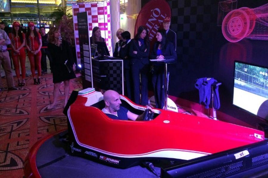Niki Lauda e il simulatore F1 SYM030 Fbrand protagonisti al Casinò Admiral
