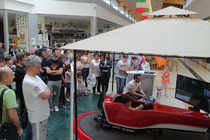 Servizi - Noleggio Simulatori di Guida F1 per Centri Commerciali e Parchi Divertimento