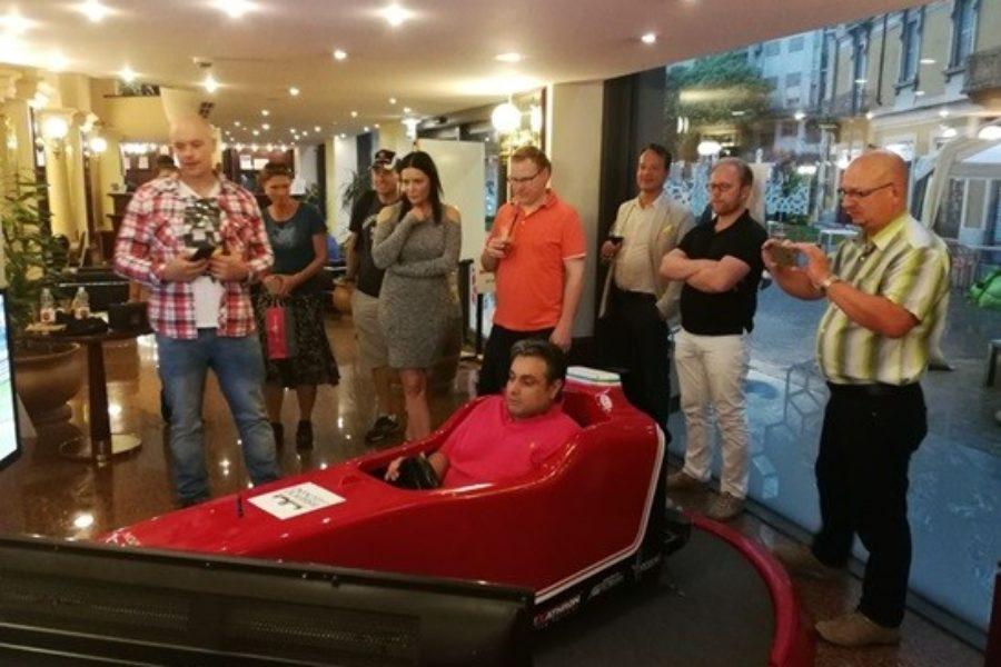 Gara, Emozioni e Divertimento con il Simulatore F1 al Four Points Milano