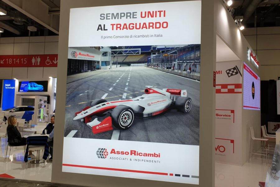 Simulatore di Guida Professionale all'Autopromotec con Autoricambi