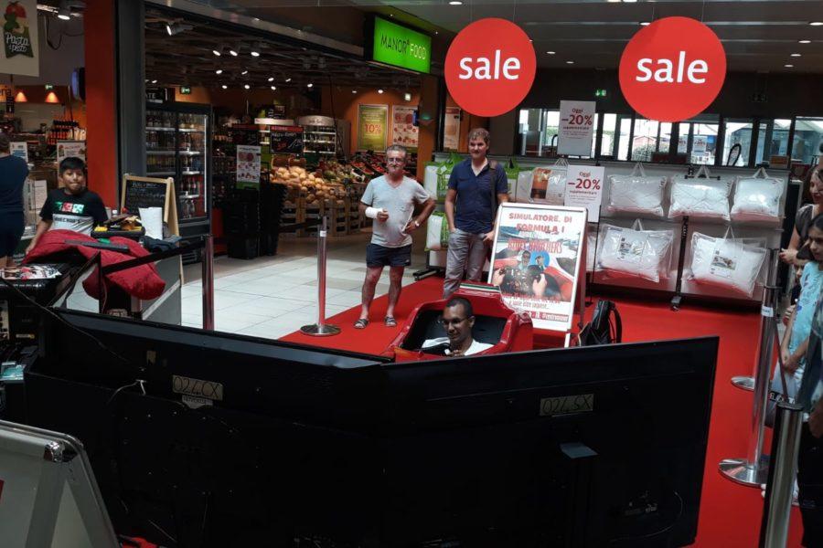 Il Simulatore F1 diverte gli ospiti del Centro Commerciale Manor